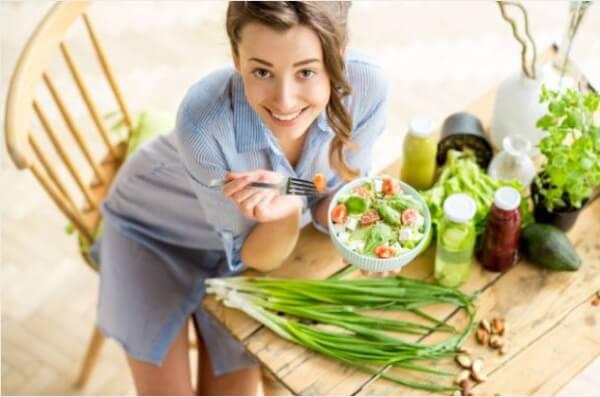 femeie, salate