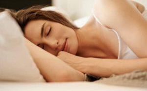 femeie, dormind