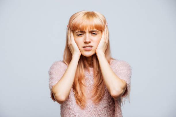 femeie cu dureri de cap